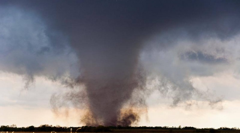 A tornado south of Snyder, OK on Nov 7, 2011.